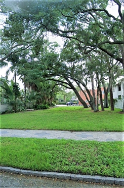 Photo of 825 16th Avenue NE, Saint Petersburg, FL 33704